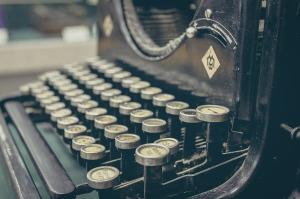 typewriter-407695_1280